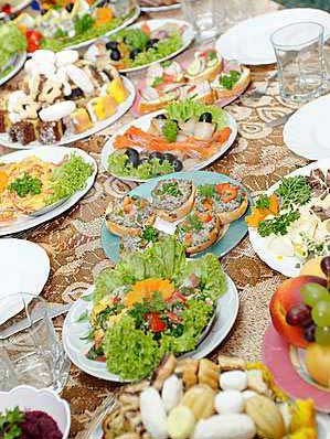 holiday-table-food